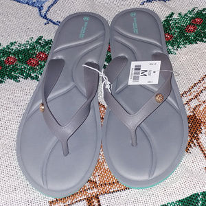 Shoes - Bahama Bay Memory Foam Slippers Size M Gray NWT